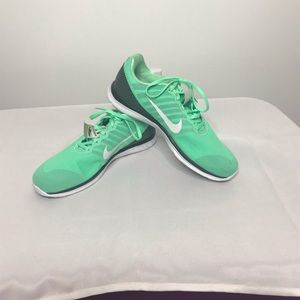 NWT size 10 sea foam green Nike shoes
